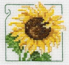Lindo sol de domingo ! Counted Cross Stitch Patterns, Cross Stitch Designs, Cross Stitch Embroidery, Embroidery Patterns, Small Cross Stitch, Cross Stitch Flowers, Flower Chart, Sunflower Quilts, Cross Stitch Boards