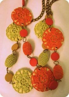 I've been meaning to make some crochet beads with some wooden beads I had lying around... This is perfect!