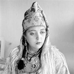 - Besancenot Jean (1902-1992) _ Jewish woman wearing the keswa al kbira, costume regalia worn by the bride during the wedding ceremony. - Arago