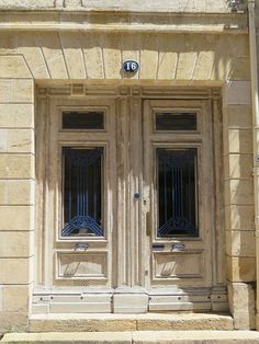 Porte XVIIIe, rue de la Vieille Tour, Bordeaux, Gironde, Aquitaine, France. #door #18th