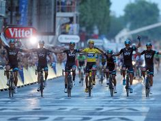 edition of the Tour de France final stage - Chris Froome crosses the line with his Team Sky team-mates to win the Tour de France Bike Humor, Chris Froome, Spiritus, Sky Photos, Cycling Art, Cycling Tours, Road Racing, Sport Man, Bicycles