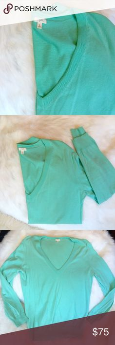 J. Crew V neck sweater Classic V neck sweater fork J crew in Aqua/teal.  Size: large Condition: used, with some wear but still has lots of life to live! J. Crew Sweaters V-Necks