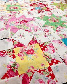12 floral stars so far! Take it slow, enjoy the process Zura #stitchbyzura #sawtoothstar #quiltblock #lecien_fabrics #workinprogress
