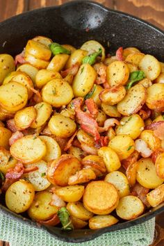 Whether for a hearty breakfast, or a side dish to a gourmet meal, these pan-fried fingerling potatoes are simple, crispy, and absolutely delicious! delicious food Pan-Fried Fingerling Potatoes with Bacon Potato Dishes, Vegetable Dishes, Potato Recipes, Vegetable Recipes, Food Dishes, Side Dishes, Bacon Recipes, Smoked Sausage Recipes, Brunch Recipes