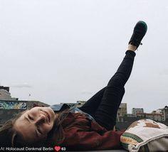 """""""Yolocaust"""", le site qui replace les selfies inappropriés dans le contexte de l'horreur de la Shoah"""