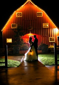 Offbeat Whimsy at Cedar Lake Cellars: Abby & Lee » The Bridal Detective