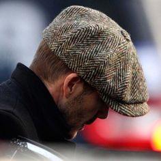 La gorra de hombre está entre la formalidad de un sombrero y la  deportividad de un gorro. Se puede realizar en lana cfd58d6a9d3