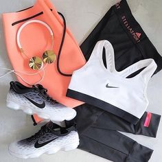 Black and White Workout Outfit