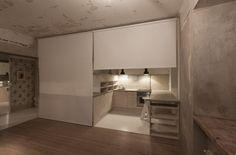 Rollenvorhänge haben an der Decke ausgestattet, so dass die Küche und / oder den schlafenden ...