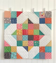 Bee In My Bonnet: Vintage Block Along - Week 29 - Crossroads Block! - Bee In My Bonnet: Vintage Block Along – Week 29 – Crossroads Block! Colchas Quilting, Scrappy Quilt Patterns, Scrappy Quilts, Mini Quilts, Quilting Projects, Quilting Designs, Small Quilts, Log Cabin Quilt Pattern, Owl Quilts
