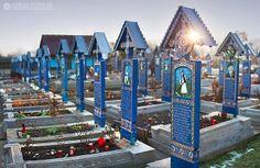 The Happy Cemetery - Cimitirul Vesel din Sapanta - Maramures ♦ Romania (photo: Adrian Petrisor) Cemetery Monuments, Cemetery Statues, Cemetery Headstones, Cemetery Art, Tourist Places, Places To Travel, Places To Go, Visit Romania, Travel Photography