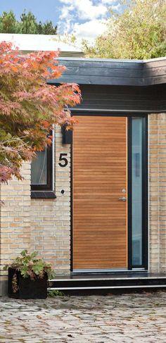 Front door in Oak. Made in Denmark! Scandinavian Front Doors, Scandinavian Interior Design, Scandinavian Home, Toyota Camry, Danish House, Porch Steps, Steps Design, Front Door Design, Villa