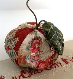 umla:  (via fiberluscious: Gallery | Embroidery Style)