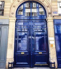 anyone who knows me knows I'm  O B S S E S S E D with doors!.... this image from @arrenwilliams takes me back in my mind to the incredibly beautiful doors I've  seen in Paris.... ... inspiring !.... #doors #doorsandwindowsoftheworld #navy #navyblue #bluedoor #colourpop #colourinspiration #interiordesign #details #home #style #stylish #parisanyone who knows me knows I'm  O B S S E S S E D with doors!.... this image from @arrenwilliams takes me back in my mind to the incredibly beautiful doors… Door Knobs, Color Inspiration, Blue Doors, The Incredibles, Windows, Paris, Interior Design, World, Instagram Posts