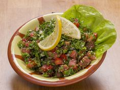 Tabbouleh is a healthy, super-green salad, full of flavors, with a spicy-tangy kick. Lebanese Tabbouleh, Super Greens, Spicy, Ethnic Recipes, Salad, Vegan, Cooking, Healthy, Tacos