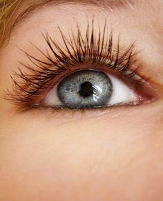 How to Apply False Eyelashes in 7 Steps