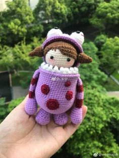 Pattern is not in English, but this is adorable Crochet Patterns Amigurumi, Amigurumi Doll, Crochet Dolls, Crochet Yarn, Knitting Yarn, Hand Knitting, Monsters Inc Crochet, Crochet Disney, Crochet Gifts