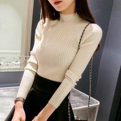 jupé évasée noire et joli pull moulant pour un look élégant, pull col roulé femme moderne