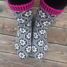 Ravelry: Stjerneull pattern by Varangerstrikk Liwes Ravelry, Barn, Pattern, Fashion, Crocheted Bags, Moda, Converted Barn, Fashion Styles, Patterns