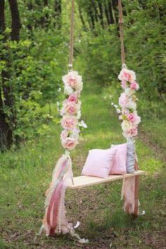 Predictive coordinated wedding decor a knockout post - Fotoideen Sommer - Dream Wedding, Wedding Day, Wedding Photos, Wedding Swing, Trendy Wedding, Diy Wedding, Garden Party Wedding, Rustic Wedding, Wedding Flowers