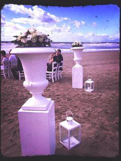Wedding on the beach, bride and groom, flowers details,symbolic wedding, wedding day, Cilento Coast, Sposa Mediterranea, Olga studio