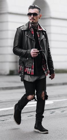 Bohemian style outfits for men to wear during music festivals and nights out. Look Festival, Music Festival Fashion, Festival Outfits, Music Festivals, Fashion Music, Winter Festival, Rock Outfits, Fall Fashion Outfits, Fashion Night