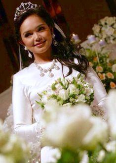 Siti Nurhaliza, Wedding Engagement, Flower Girl Dresses, Singer, Gowns, Wedding Dresses, Celebrities, Womens Fashion, Photography