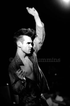 Kevin Cummins ‏@KCMANC  Rare photos from my archive: No.4 Morrissey / The Smiths live - Sheffield University Jan '84 pic.twitter.com/eWc5dRxwup