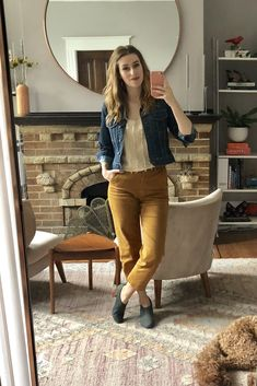 Everlane cropped straight leg in mustard, fringed tee, cropped denim jacket, dieppa restrepo shoe booties Summer Office Attire, Casual Work Attire, Summer Work Outfits, Casual Outfits, Women's Casual, Fall Fashion Trends, Autumn Fashion, Jean Jacket Outfits, Athleisure Trend