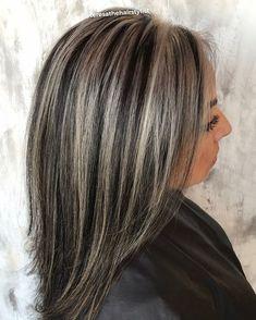 Silvery streaks.. #chunkyhighlights #schwarzkopfprofessional #joicoblondelife #redkenshadeseq @olaplex