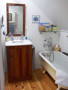the claw foot tub: small bathrooms