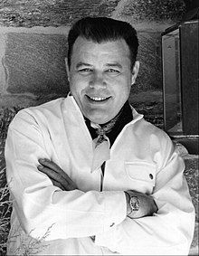 In MEMORY of FRANK SUTTON on his BIRTHDAY - American actor best remembered for his role as Gunnery Sergeant Vince Carter on the CBS television series Gomer Pyle, U.S.M.C. Oct 23, 1923 - Jun 28, 1974 (heart attack) Frank Sutton, Frank Spencer, Famous Marines, 60s Tv Shows, The Andy Griffith Show, Comedy Series, Tv Show Quotes, Tv Actors