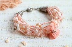 Perzik gerolde armband rustieke Boho Wedding Lace door byHamelin