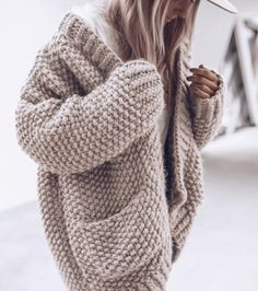 stylish sweaters outfit for cold winter 39 ~ Modern House Design Cardigan Au Crochet, Knit Cardigan Pattern, Chunky Knit Cardigan, Chunky Knits, Mohair Sweater, Pullover Outfit, Cardigan Outfits, Diy Tricot Gilet, Fall Outfits
