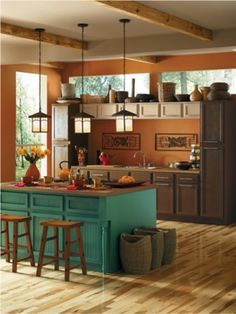 The natural earthy tones of Tigereye (SW 6362) and Alexandrite (SW 0060) create an inviting kitchen.