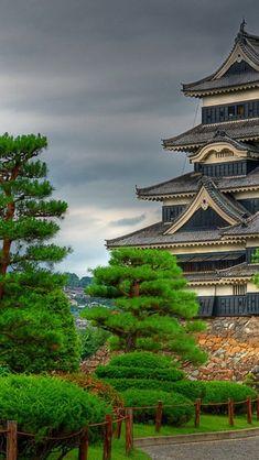 Matsumoto-Castle-Nagano-Prefecture。松本城。松と城という組み合わせがよい。