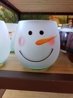 Painted Vases, Hand Painted, Christmas Projects, Christmas Ideas, Wine Glass Crafts, Hobby Ideas, Painted Wine Glasses, Snowman Crafts, Wine Bottles