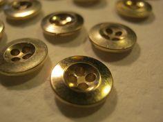 50 Stück Hemdknöpfe,4 Loch goldfarben,Durchmesser ca.10 mm,Neu,Lübecker Knopfmanufaktur von Knopfshop auf Etsy