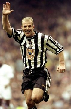 Arm up: Alan Shearer celebrates scoring for Newcastle in the 1999 FA Cup semi-final against Tottenham Football Icon, Best Football Players, World Football, Football Kits, Soccer Players, Football Soccer, Football Casuals, Newcastle United Football, Alan Shearer