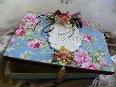 caixinha forrada de tecido e apliques cimplaca e flores