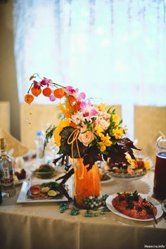 Wedding table decoration with autumn flowers