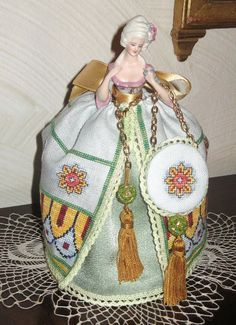 The concept and design are the work of Giulia - Pin cushion dolls http://www.puntiantichi.com/site/Manfredi http://needleprint.blogspot.com.tr/2014/02/giulia-manfredi-giulia-punti-antichi.html