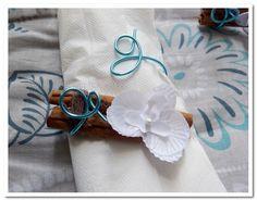 rond de serviette, porte-nom, marque place invité - mariage - turquoise, vert anis & blanc - thème exotique. plus de détails & possibilité de commande sur http://lescrapavecmoi.over-blog.com/