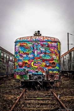 Colorful train by unknown graffiti artist Street Art Graffiti, 3d Street Art, Graffiti Artists, Urban Graffiti, Urban Street Art, Amazing Street Art, Amazing Art, Amazing Things, Art Du Monde