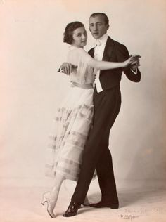 Ballroom dancer Irene Castle first cut her hair into a bob in 1915 and started a trend for the bob cut. 1920s Dance, Vintage Dance, Vintage Ladies, Mens Evening Wear, 1920s Men, 1920s Hair, Perfect Strangers, Good Poses, Cut Her Hair