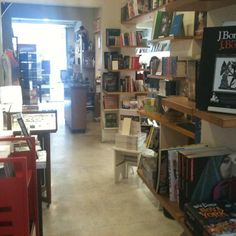 Haikai – Com uma história de mais de 20 anos, três deles na Praça Vilaboim, a Haikai é uma livraria independente focada, sobretudo, em obras de arquitetura, design de interiores, paisagismo, urbanismo e moda
