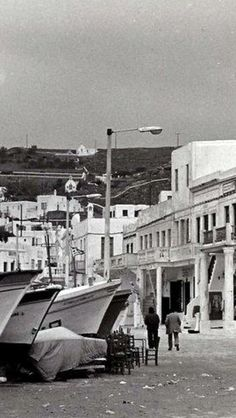 #Mykonos ,#Waterfront ! Mykonos Island, Mykonos Greece, Vintage Pictures, Old Pictures, Greece History, Old Time Photos, Greece Pictures, Greek Islands, World Cultures