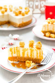 A buttery biscuit base, a layer of sweet and salty caramel, a creamy rich vanilla and white chocolate filling, all topped with an extra drizzle of salted caramel, while Butterkist Discoveries Salted Caramel popcorn brings the crunch.