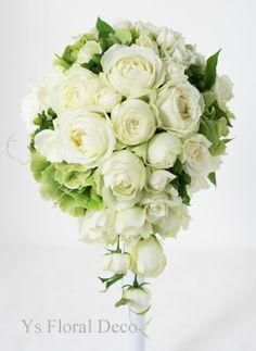 白バラと黄緑アジサイのティドロップブーケ ys floral deco @品川プリンスホテル