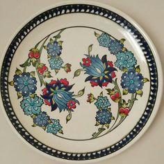 Broken Glass Art, Shattered Glass, Disney Stained Glass, Stained Glass Art, Ceramic Design, Ceramic Art, Smash Glass, Plate Wall Decor, Floral Drawing
